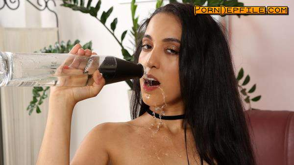 WetAndPissy: Powerful Streams / Amanda Estela (Dildo, Brunette, Solo, Pissing) 720p