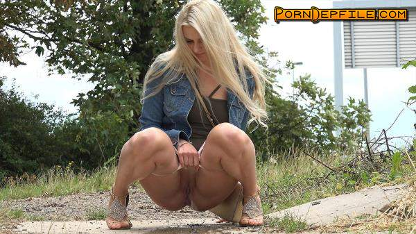 G2P: Hot blonde pissing (Outdoor, Amateur, Teen, Pissing) 1080p
