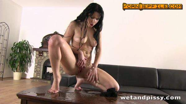 WetAndPissy: Luna Ora - Golden Moon (SD, Pissing) 480p