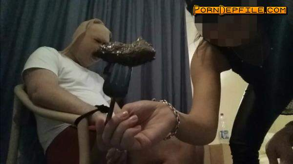 Scat Porn: Prisoner of goddess is fed with shit (Scat) 1080p