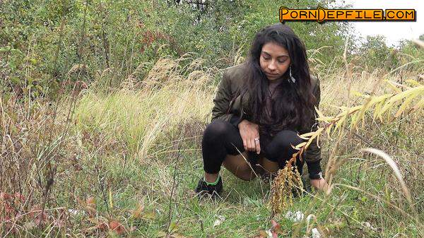 G2P: Long grass (HD Porn, Outdoor, Pissing) 1080p