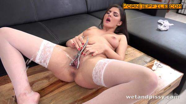 WetAndPissy: Sexy Francesca (SD, Pissing) 480p