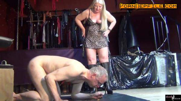 Scat Porn: New Dutch-slaves, bottled for the first time, with shit and piss - Femdom (Scat) 1080p