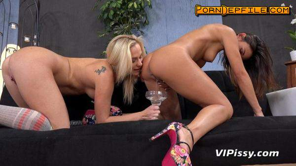 VIPissy: Adele and Vinna Reed (Blonde, Teen, Lesbian, Pissing) 480p