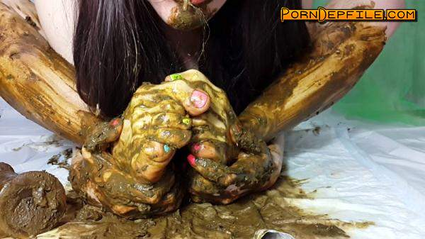 Scat Porn: My feet receive a portion of shit part 2 (Scat) 1080p