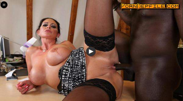 Milf in interracial action