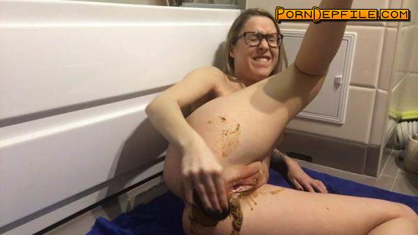 ScatShop: EllaGilbert - Loud, Wet and Full of Shit Farts (Scat) 720p