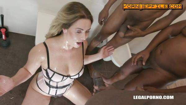 LegalPorno: Nikky Dream, Joachim Kessef, Max Rajoy - Nikky Dream discovers BBC shower in toilet with double anal IV172 (GangBang, Interracial, Anal, Pissing) 480p