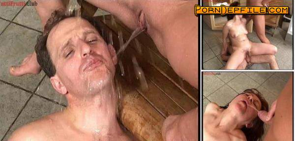 Tuttifrutti: Perverse couple in the sauna (SD, Amateur, Group Sex, Pissing) 576p