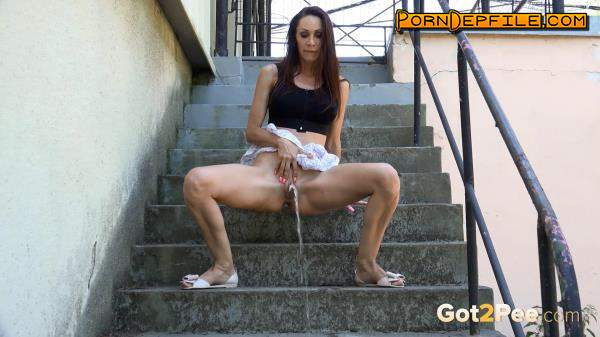 Got2pee, G2P: Cynthia On The Steps (HD Porn, FullHD, Outdoor, Pissing) 1080p