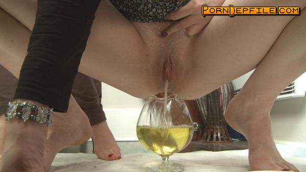 Clips4sale: MistressT - Two Girls One Glass (HD Porn, Pissing) 720p