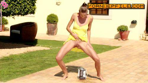 infocusgirls: Yellow get-up blonde pissing (HD Porn, Outdoor, Solo, Pissing) 720p