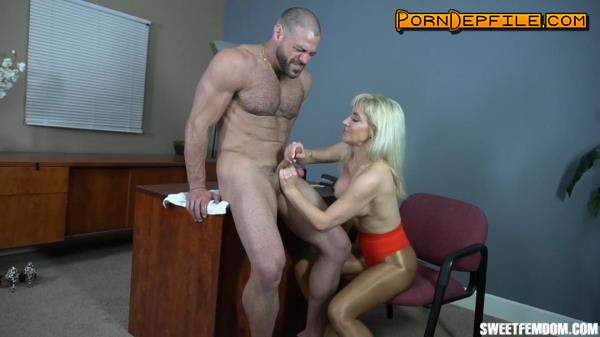 SweetFemdom: Sarah Diavola - Sarah Takes Over a Strip Club Part 1 (Fetish, Facesitting, Ballbusting, Femdom) 720p