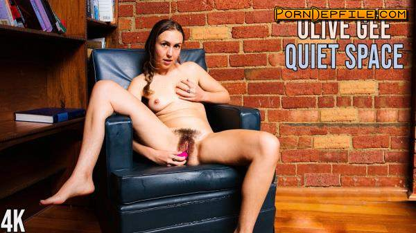 GirlsOutWest: Olive Gee - Quiet Space (FullHD, Masturbation, Solo, Pissing) 1080p